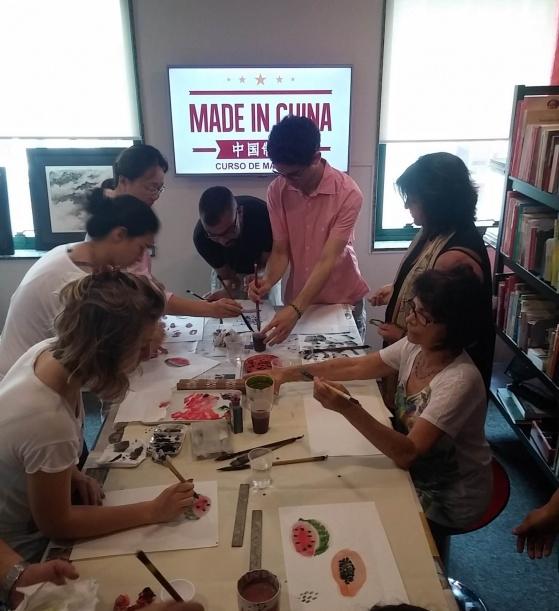 Aula de pintura chinesa com o pintor Li